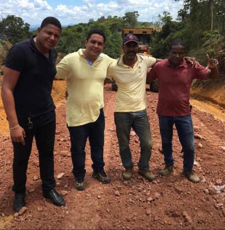 Teolândia: Prefeito Lázaro Andrade visita conclusão das obras de recuperação das estradas do São Paulinho