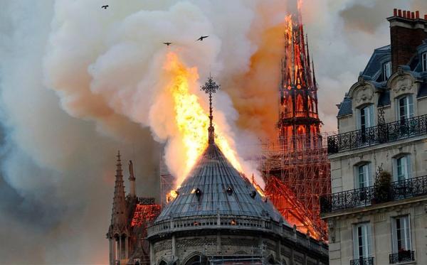 'Paris chora'| Incêndio atinge a catedral de Notre Dame; Vídeo.