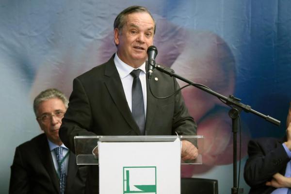 PEC quer prorrogar mandatos de prefeitos e vereadores até 2022...
