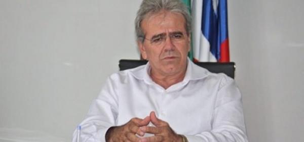 Ex-prefeito é denunciado após pagar combustível suficiente para dar cinco voltas de carro ao mundo