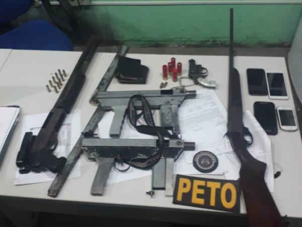 Quatro suspeitos que transportavam corpo dentro de porta-malas morrem em contronto com PM/Ba