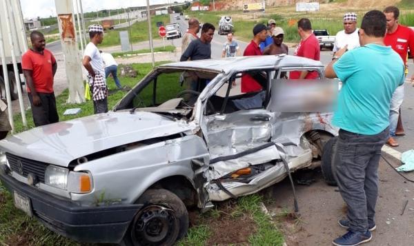 Motorista morre após batida com caminhão na BR-101