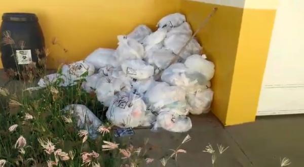 Moradora denuncia lixo hospitalar descartado perto de unidade de saúde