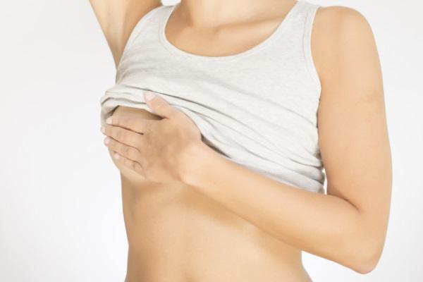 Autoexame da mama não substitui exame clínico, diz Ministério da Saúde