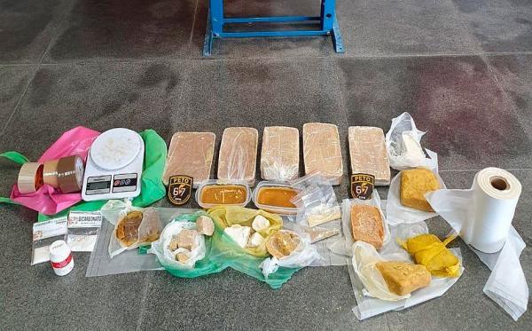 Refinaria de cocaína e crack é desarticulada em Feira