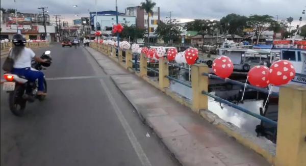 Segunda Igreja Batista Igreja distribui mensagens através de balões