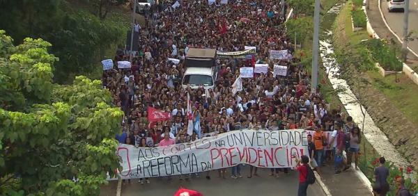 Protestos em defesa da Educação e Previdência acontece em todo o estado