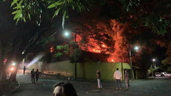 Incêndio atinge condomínio  em Salvador