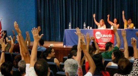 Professores da Uneb decidem manter a greve