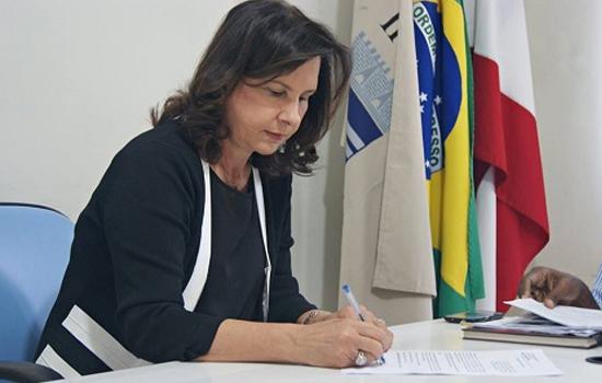Prefeita de Ipiaú é multada por burlar concurso público