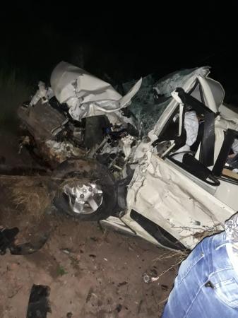 Grave acidente em Medeiros Neto deixa 02 adultos e 02 crianças mortas