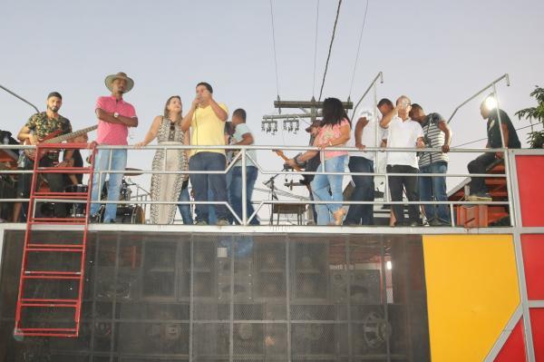 Teolândia: Apresentações Culturais, Esporte e muita festa marcaram a Inauguração do Ginásio de Esporte do Alto Alegre.