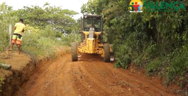 Prefeitura de Valença realiza melhorias nas estradas da Zona Rural, na Região do Agosto