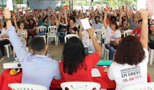 Professores da Uneb mantêm greve