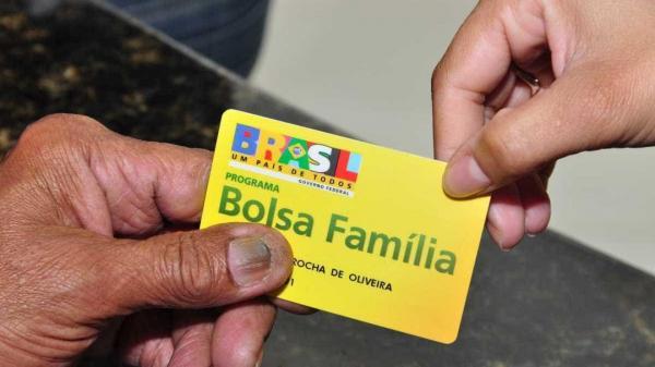 'Bolsa Família' : Governo cogita trocar o nome por Bolsa Dignidade.