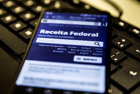 Receita abre na segunda consulta a primeiro lote de restituição do IR