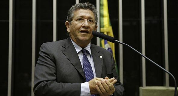 Ex-prefeito de Camaçari é denunciado ao Ministério Público