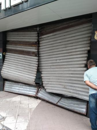 Loja de celulares é invadida em Itabuna.