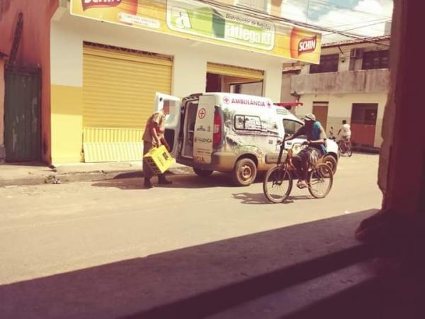 Valença: Ambulância é flagrada sendo carregada de cerveja