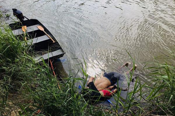 Pai e filha morrem abraçados ao tentar atravessar fronteira dos Estados Unidos