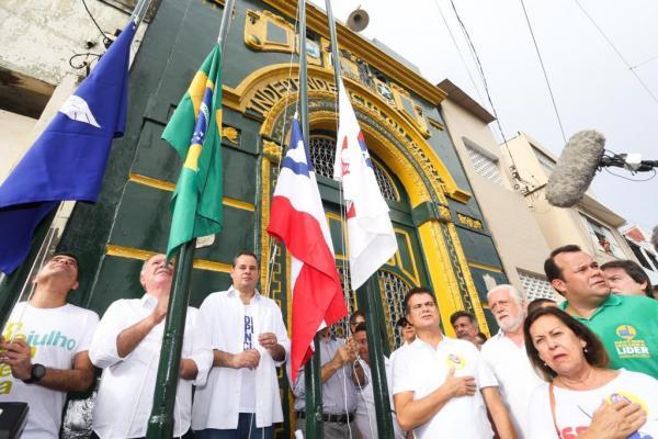 """No desfile do Dois de Julho, Nelson Leal pede  revisão histórica da """"Independência do Brasil"""""""