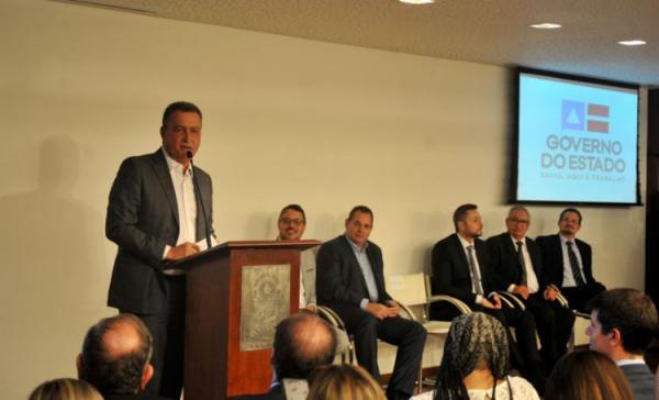 Rui Costa anuncia pacote de incentivos para aumentar ofertas de voos