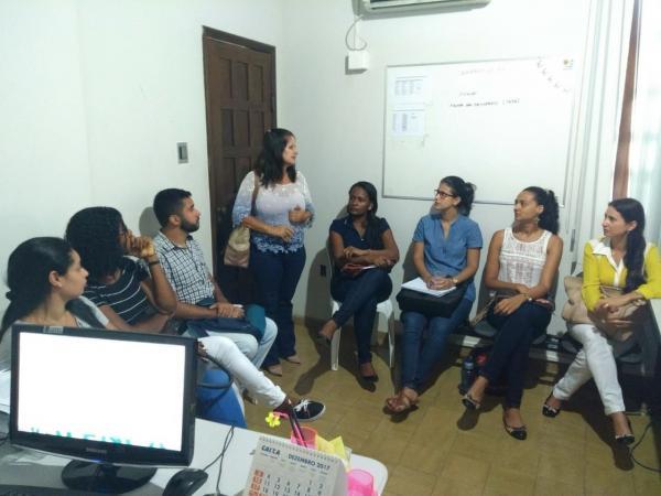 Em clima de alegria a secretária da promoção social recepciona novos integrantes da pasta e define novas ações.