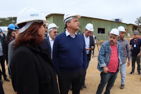 Rui vistoria obras em Vitória da Conquista e faz visita guiada ao novo aeroporto