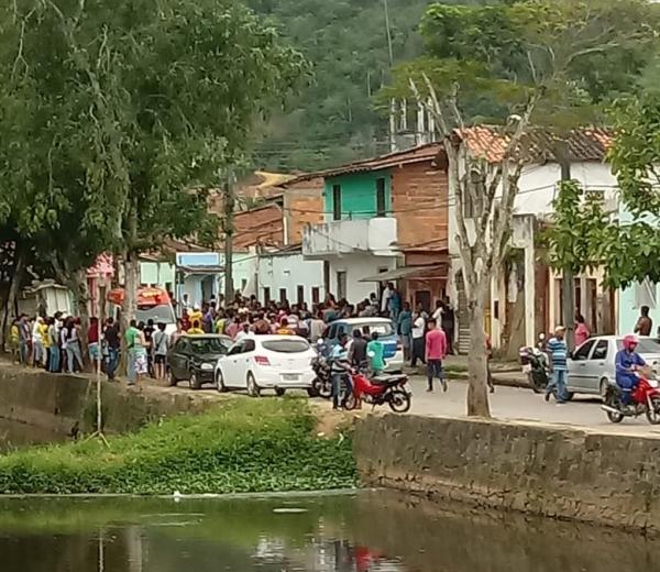 Dois menores são mortos a tiros em Gandu