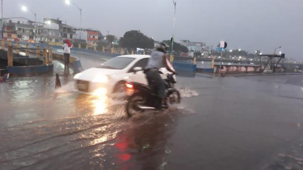 Valença: Chuva prolongada deixa ruas alagadas
