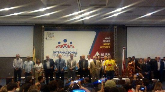 Presidente da AL-BA e Governador do Estado saem em defesa de Lula durante encontro no Fórum Social Mundial.