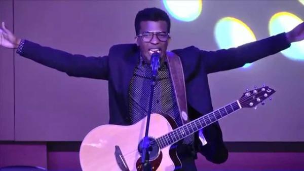 Gandu comemora Dia do Evangélico com show gospel de Delino Marçal