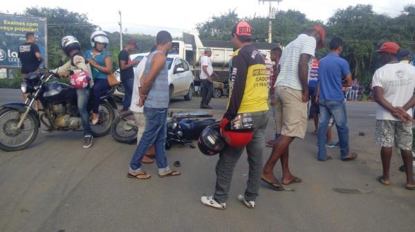 Acidente entre  carro e moto deixa  uma pessoa ferida em Gandu