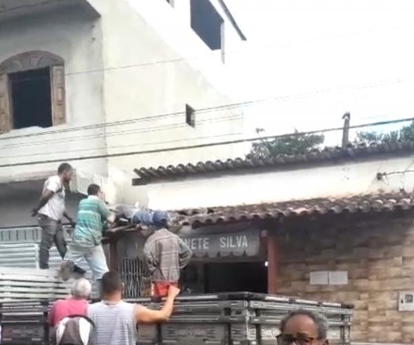 Homem leva choque e cai de laje em Gandu