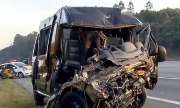 Acidente com a van da banda Sampa Crew deixa um morto e oito feridos