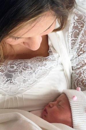 Nasce Bela, filha de Claudia Leitte.