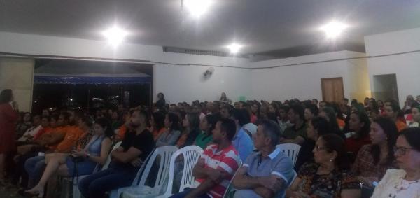 CDL de Gandu realiza palestra com recorde em público