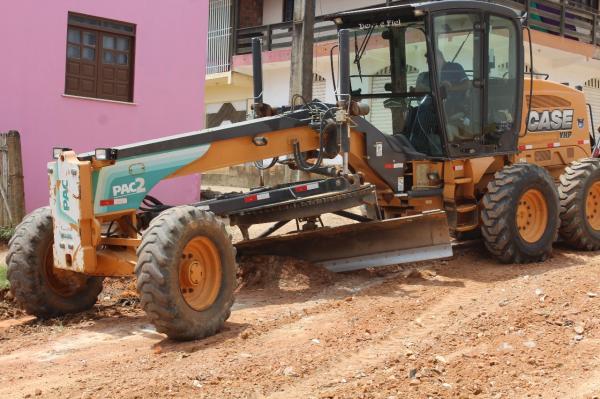 Prefeitura de Gandu realiza patrolamento de ruas do Teotônio Calheira.