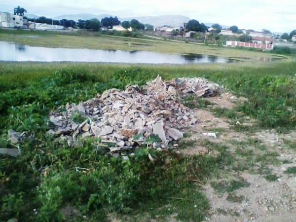 Zé Cocá denuncia abandono da Lagoa do Derba em Jequié