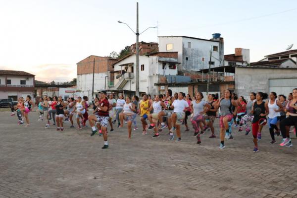 Teolândia: Grupo Medida Certa alia exercício físico, alimentação e bem estar.