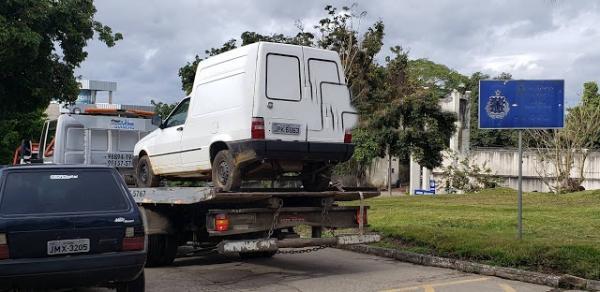 PM recupera carro de empresario ganduense; três suspeitos são presos.