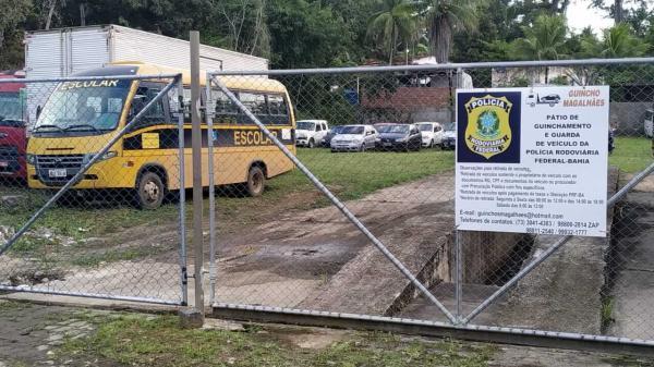 Veículo escolar é apreendido na BR-101, em Gandu