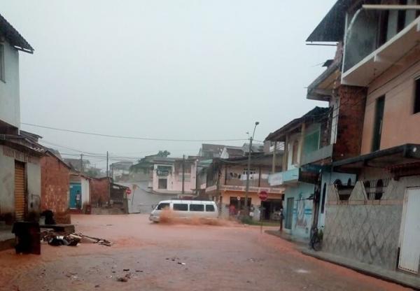 Chuva causa alagamentos em Gandu e cidades vizinhas, confira.