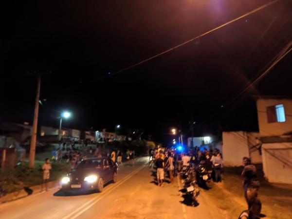 Motos colidem frontalmente em Gandu e vítimas são hospitalizadas