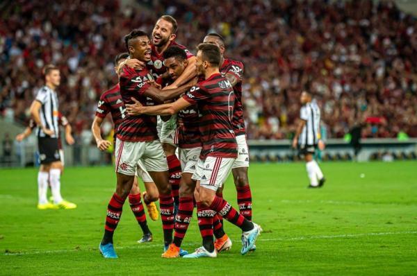 Flamengo vence Atlético Mineiro e amplia vantagem no Brasileiro