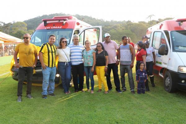 Teolândia: Prefeito Lázaro Andrade entrega ambulância 0km ao Samu e uma Unidade Móvel de Saúde Bucal para atender a Zona Rural