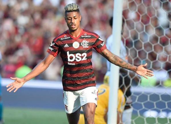 Flamengo aplica 4 a 1 no Corinthians no Maracanã