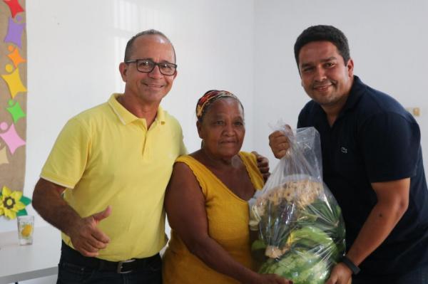 Prefeitura de Teolândia contempla mais 100 famílias com a distribuição de cestas