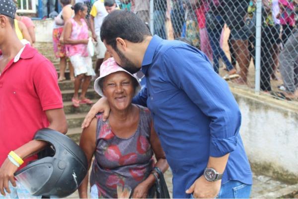 Pelo segundo ano seguido, Prefeitura de Gandu distribui mais de 8 toneladas de peixes para as famílias carentes do município.