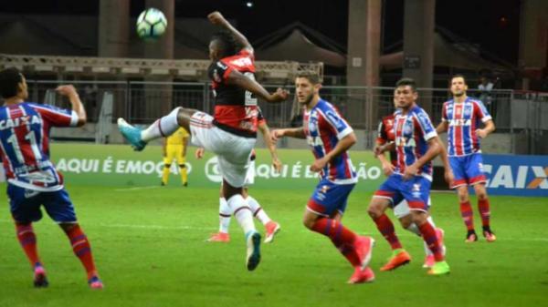 Flamengo vence Bahia de virada e fica a três vitórias de título